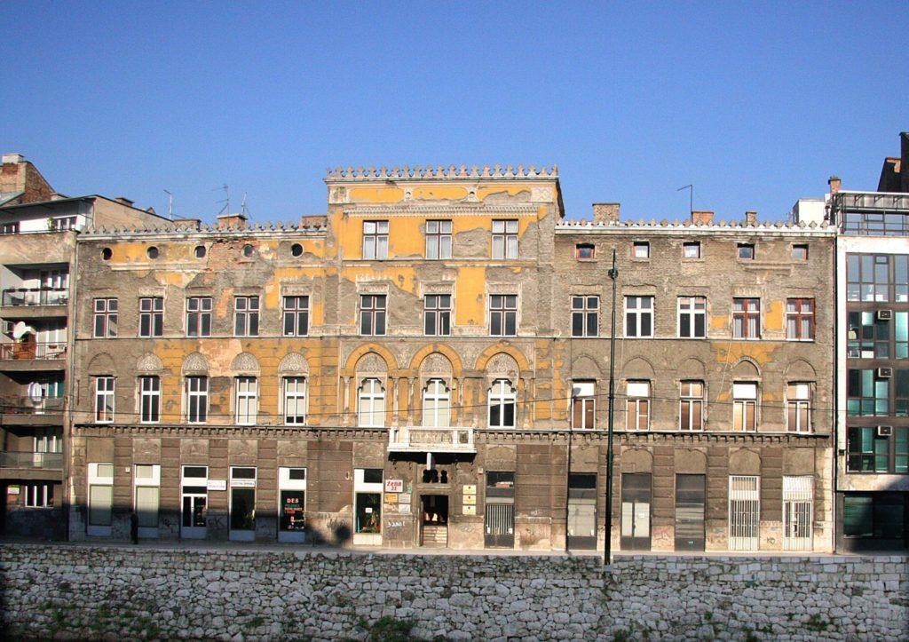 Bivša zgrada policije u ulici Obala Kulina Bana br.24 Zgrada je izgrađena kao palata u pseudomaurskom stilu