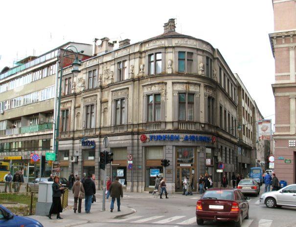Poslovno–stambena zgrada na uglu ulicâ Kulovića i Branilaca Sarajeva